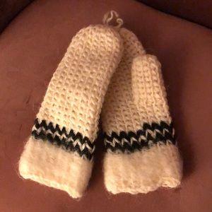 New 100% handmade wool mittens